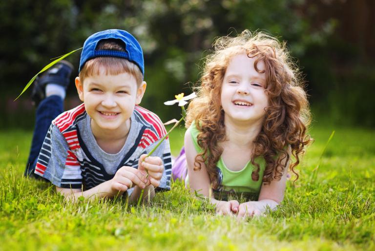 djećak  i djevojčica