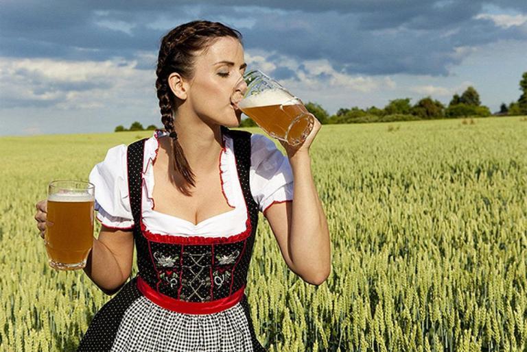 djevojka pivo