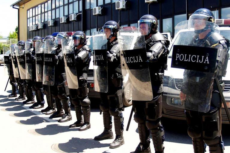 policija štitovi