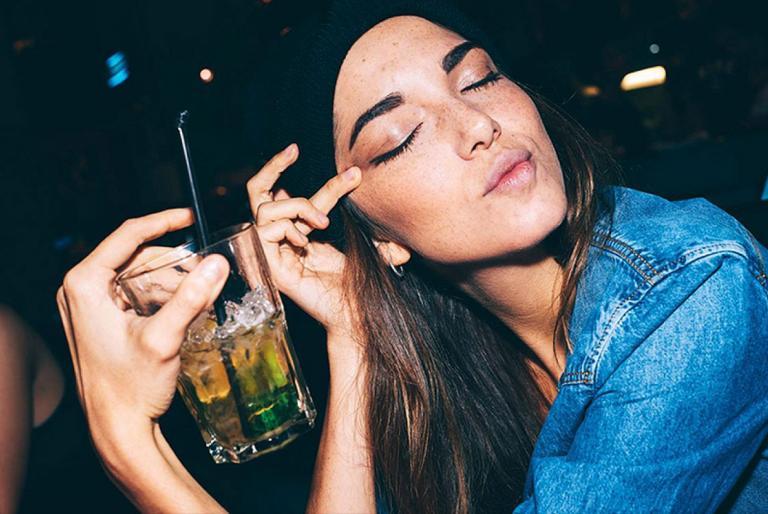djevojka alkohol