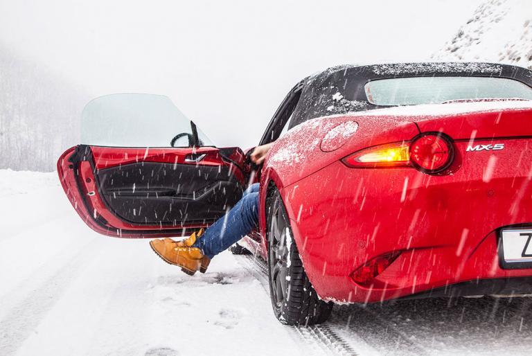 snijeg cesta auto