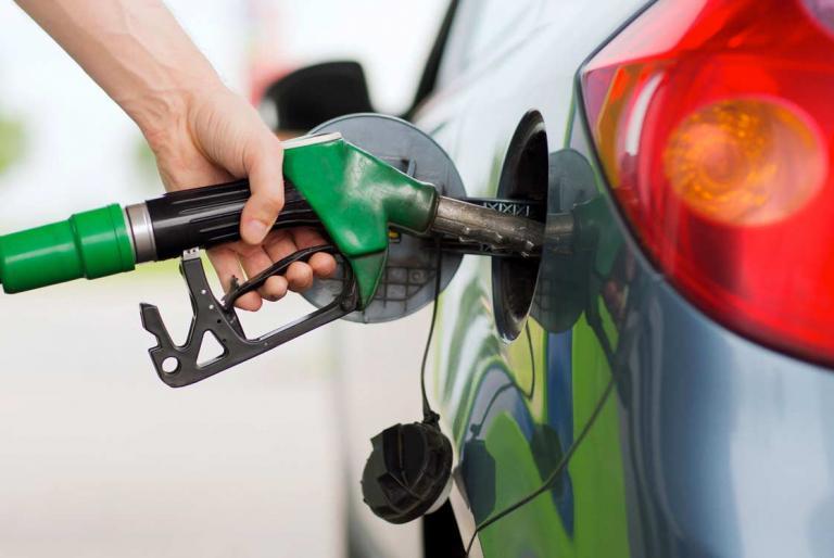 točiti gorivo