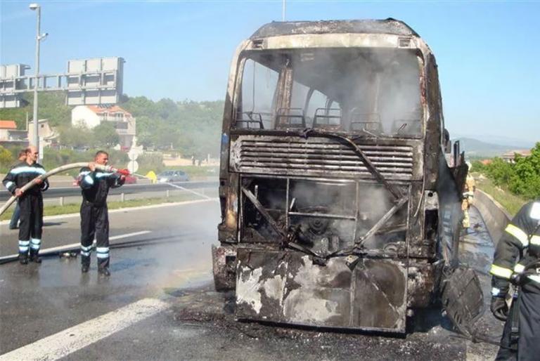 zapaljen bus